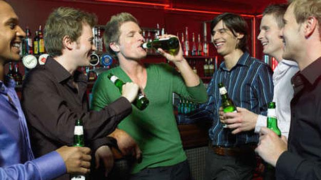guys-drinking-at-pub