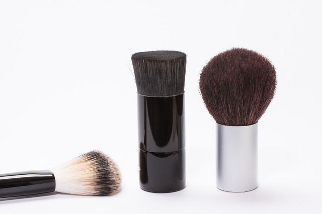 brush-259183_640-2