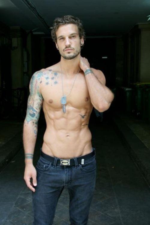 12 Seksownych Mężczyzn Z Tatuażami Naobcasach Com Serwis Wysoce Kobiecy