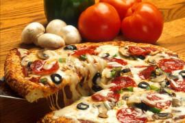 Pizza na grubym czy na cienkim spodzie? Sprawdź przepisy na oba warianty