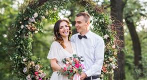 Boho, romantyczny czy glamour – jaki styl wesela wybrać?