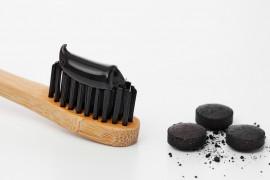 Wybielająca pasta z węgla aktywnego – zrób ją sama w domu