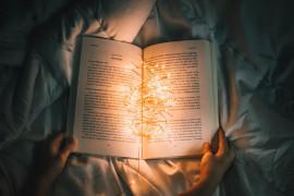 10 książek idealnych na świąteczne wieczory pod kocem!