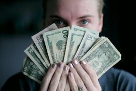 Ile należy wydać na prezent ślubny i dać do koperty? 6 rad!