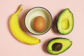 Maseczka z jajka, banana i awokado na włosy. Genialny sposób na gęste i mocne kosmyki