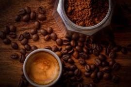 DIY: jak zrobić własny kawowy krem pod oczy?