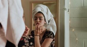 WAŻNE: 6 powodów, dla których ZAWSZE powinnaś usuwać makijaż przed snem!