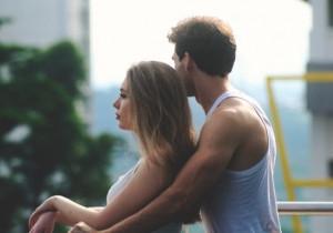 8 oznak, że FACET pragnie, abyście przestali być przyjaciółmi, a stali się KOCHANKAMI