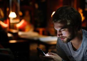 8 SMS-ów, których nie warto wysyłać do faceta, gdy związek się sypie….