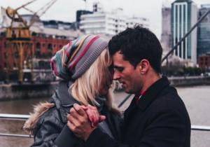 10 gorących zwrotów, które zbudują między wami mocne NAPIĘCIE SEKSUALNE